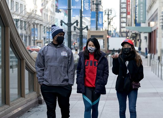 UIC students walking in downtown Chicago